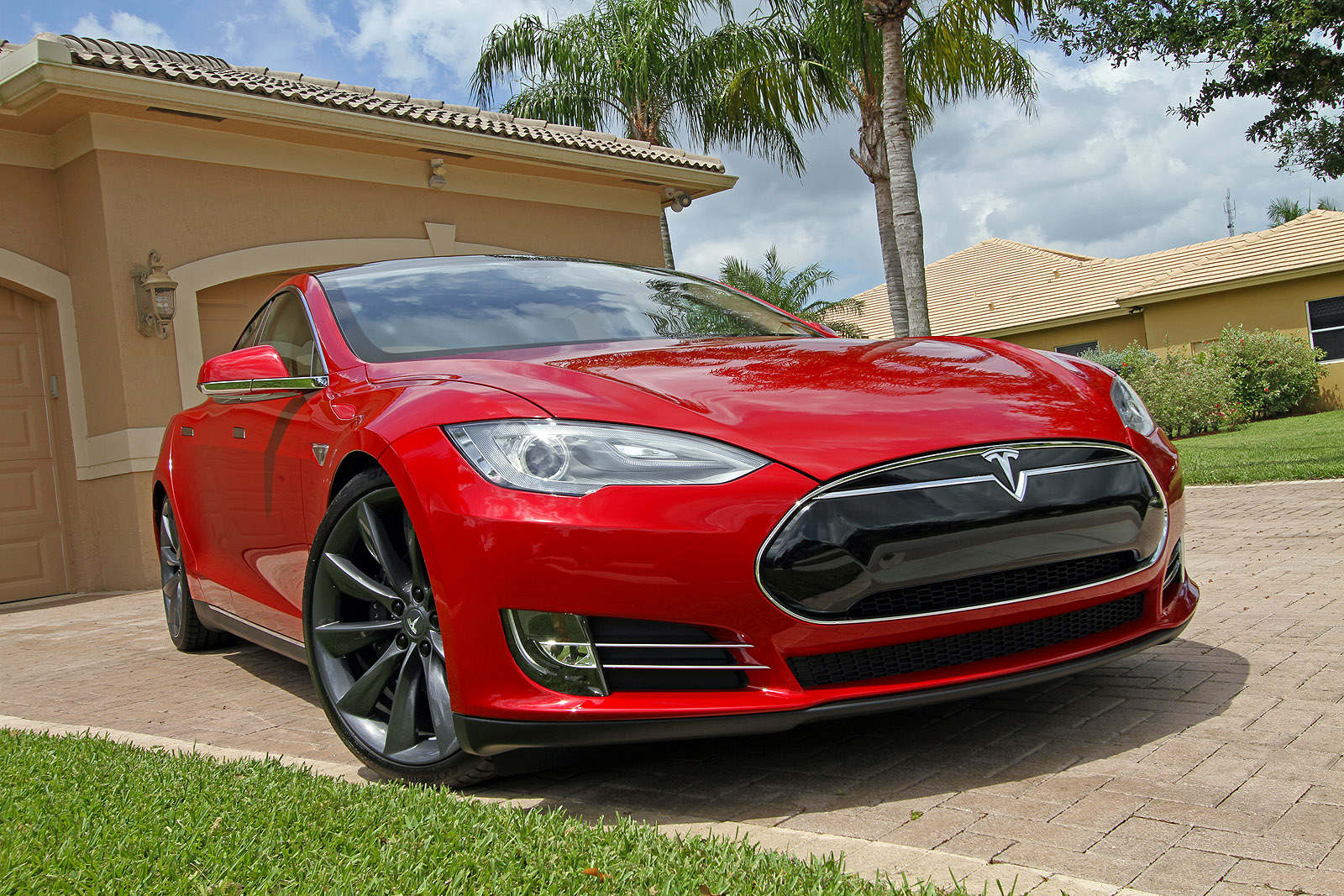 2013 tesla model s pictures specifications and information. Black Bedroom Furniture Sets. Home Design Ideas